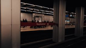 Munich som är underjordisk på huvudsaklig station arkivfoton