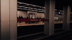 Munich subterrâneo na estação principal fotos de stock