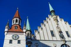 Munich TYSKLAND - Januari 17, 2018: Gammal stad Hall Altes Rathaus Details i Marienplatz Munich arkivfoto