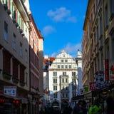 Munich TYSKLAND - Januari 17, 2018: Platzl med Orlando Haus i Munich royaltyfri bild