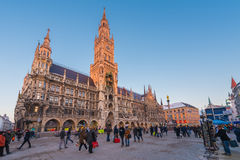 Munich Tyskland - Janurary 20, 2017: Marienplatzen är centra Arkivfoto
