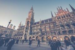 Munich Tyskland - Janurary 20, 2017: Marienplatzen är centra Arkivbild