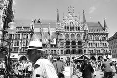 Munich Tyskland - Juli 07, 2011: Oidentifierat folk i en crowde Arkivbilder