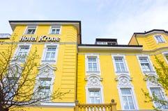 Munich Tyskland - Maj 03, 2017: Fasaden av Kronehotellbyggnad Royaltyfria Foton