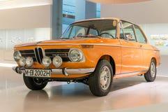 Munich Tyskland - mars 10, 2016: samling av klassiska bilar på skärm i BMW museet Arkivbild