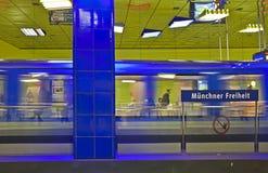 Munich Tyskland - Muenchner Freiheit gångtunnelstation; Royaltyfri Foto