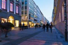 Munich Tyskland - Oktober 20, 2017: Aftonliv av pedestren Fotografering för Bildbyråer