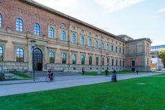 Munich Tyskland - Oktober 20, 2017: Byggnad av Alte Pinakothek Royaltyfria Foton