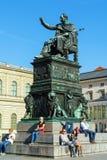 Munich Tyskland - Oktober 20, 2017: Staty av konungen Maximilian J Royaltyfri Fotografi