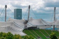 Munich Tyskland - 06 24 2018: Olympia Stadium och O2-Tower i mu arkivbilder