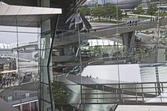 Munich Tyskland - reflexioner på den glass fasaden av BMW världen Royaltyfri Bild
