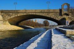 Munich y río Isar Imágenes de archivo libres de regalías