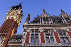 Municipio (Hotel de Ville) a Place du Soldat Inconnu a Calais Fotografia Stock Libera da Diritti