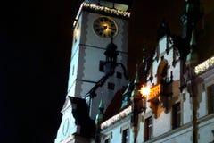 Municipio in Olomouc sulla notte di Natale fotografie stock