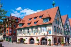Municipio storico con le pitture della facciata in Haslach Fotografie Stock