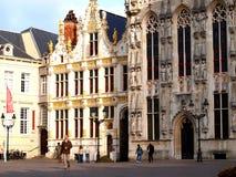 Municipio sul quadrato del mercato, Bruges, Belgio Immagini Stock