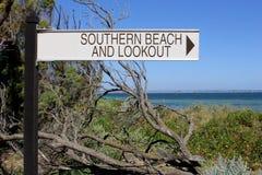 Munisca di segnaletica alla spiaggia ed all'allerta lungo l'oceano Immagine Stock Libera da Diritti