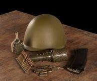 Munition auf dem Holztisch Stockfotos