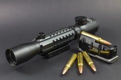 Munition, ein Bereich und ein Klipp Lizenzfreies Stockbild