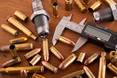 Munitions de rechargement photographie stock libre de droits