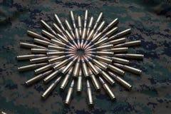 Munitions sur le fond de camouflage Images libres de droits