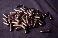 munizioni di 9mm con le cartucce fotografia stock