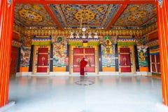 Munk Entrance Rumtek Monastery som låser dörrar Arkivbilder