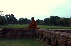 Munk i Ayutthaya, Thailand askfat arkivfoton