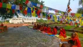 Munkar av Lumbini, Nepal royaltyfri fotografi