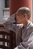 Munkar för en buddistkvinnlig Royaltyfria Foton