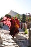 Munkar i Tibet Arkivbild