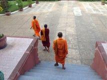 Munkar på det nationella museet av Phnom Penh Arkivfoto