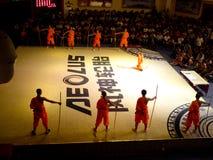 Munkar som utför kines Kung Fu Royaltyfria Bilder