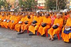Munkar väntar det lovande för att gå till allmänheten Royaltyfri Foto