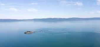 Munkholmen小岛空中照片在Trondheimsfjord的 库存照片
