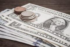 Munt, Muntstukken, bankbiljetten of van de V.S. gelddollar royalty-vrije stock afbeeldingen