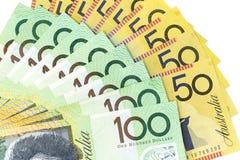 Muntbankbiljetten over kader Australische dollar worden uitgespreid in diverse benaming die royalty-vrije stock foto's