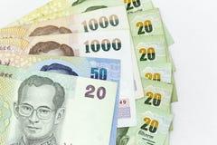 Muntbankbiljetten over kader Thais Baht worden uitgespreid in diverse benaming die stock foto