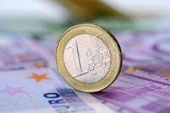 Muntstuk één euro bij EURO Royalty-vrije Stock Afbeeldingen