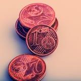 Muntstuk één euro cent Muntstuk op een onscherpe achtergrond van muntstukken Royalty-vrije Stock Foto's