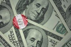 muntstuk met dollarteken met nationale vlag van Peru op de de bankbiljettenachtergrond van het dollargeld Stock Foto