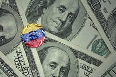 muntstuk met dollarteken met nationale vlag van Venezuela op de de bankbiljettenachtergrond van het dollargeld Stock Fotografie
