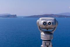 Muntstuk in werking gestelde Verrekijkers in Santorini-eiland, Griekenland stock afbeeldingen