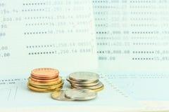 Muntstukken op rekeningsbankboekje Royalty-vrije Stock Afbeeldingen