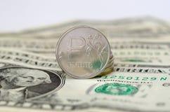 Muntstukken van de de Russische roebel en dollars van Verenigde Staten Royalty-vrije Stock Foto