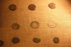 Muntstukken van de Middeleeuwen Oud muntstukken en geld Numismatiek en het verzamelen van geld stock fotografie