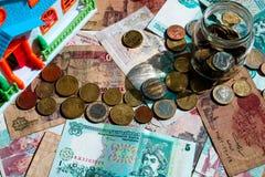 Muntstukweg die tot het huis leiden Financieel onroerende goederenconcept royalty-vrije stock foto
