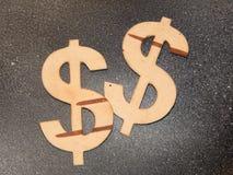 Muntsymbolen van berkeschors op een lichte achtergrond worden gesneden die Royalty-vrije Stock Afbeeldingen