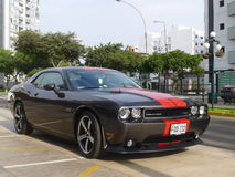 Muntvoorwaarde Dodge Eiser in Lima, Peru wordt geparkeerd dat Stock Foto's