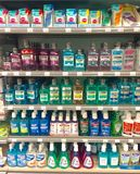 Munvatten som är till salu i supermarket Fotografering för Bildbyråer